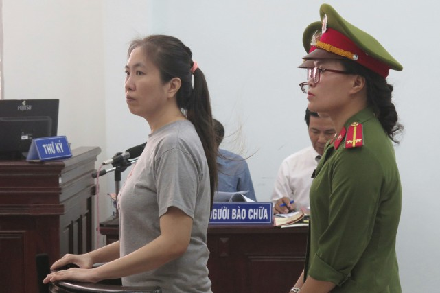 Nguyen Ngoc Nhu Quynh (à gauche), 37 ans,... (Photo Associated Press)