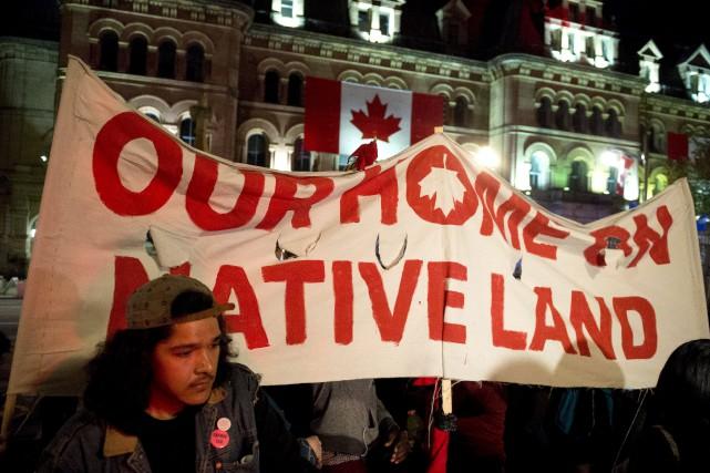 Des autochtones comptent bien célébrer à leur façon... (Justin Tang, La Presse canadienne)