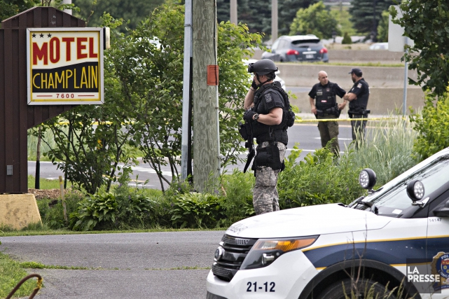 Les équipes tactiques de la Sûreté du Québec (SQ) sont déployées près d'un... (Photo Patrick Sanfacon, La Presse)