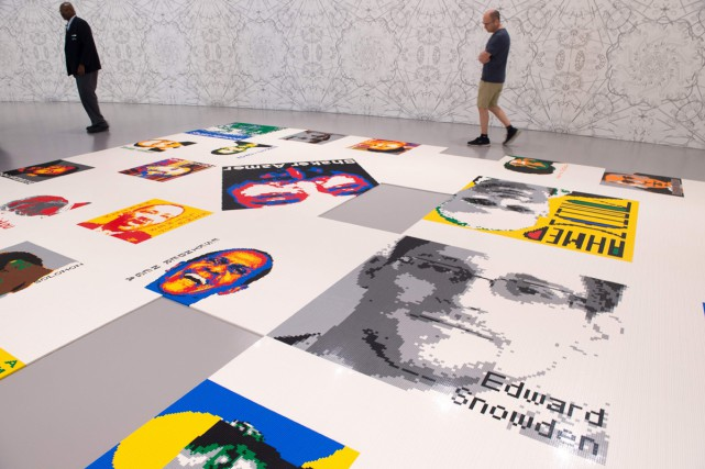 Avec 176 portraits faits de 1,2 million de Lego, l'artiste chinois Ai Weiwei... (PHOTO AFP)