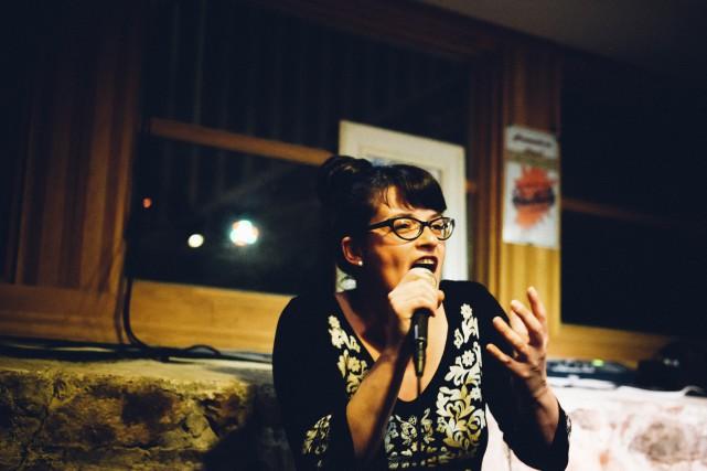 Anick Martel, slammestre et coorganisatrice des soirées de... (Photo courtoisie, Sophie Gagnon-Bergeron/Canopée Médias)