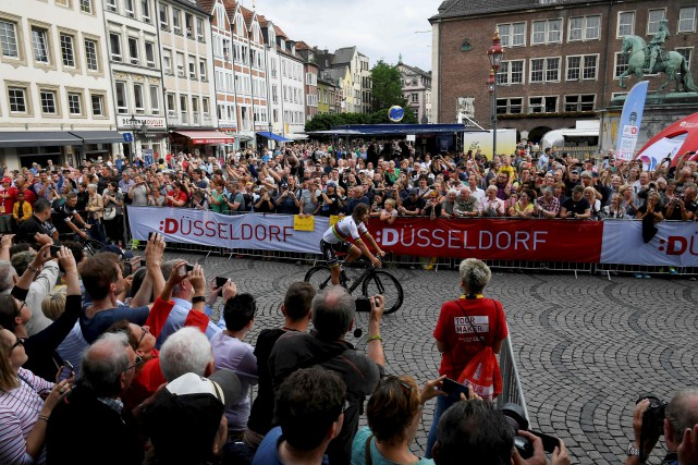 Peter Sagan parade lors de la présentation des... (AFP, Lionel Bonaventure)