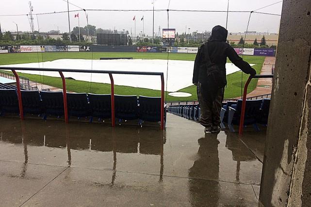 La pluie a coûté cher aux Champions, jeudi... (Etienne Ranger, Le Droit)