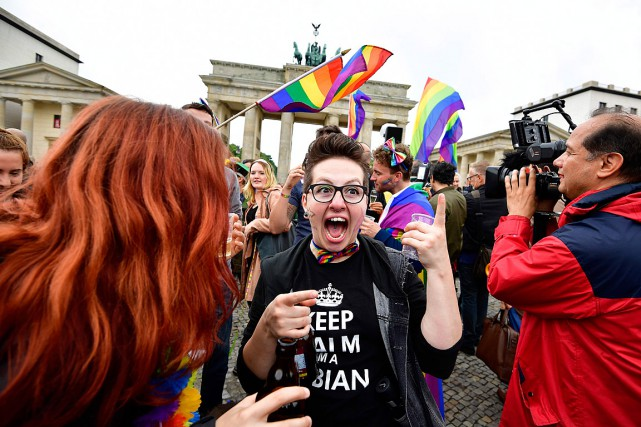 Un rassemblement célébrant l'adoption du mariage gai en... (PHOTO TOBIAS SCHWARZ, AGENCE FRANCE-PRESSE)