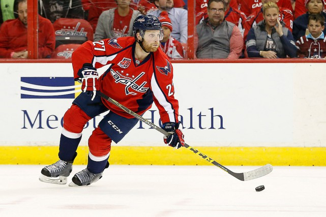 Le défenseur Karl Alzner (27) était joueur autonome... (PHOTO GEOFF BURKE, ARCHIVES USA TODAY)