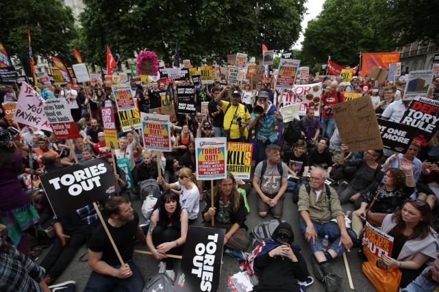 La première ministre, Theresa May, traverse une crise... (PHOTO Daniel LEAL-OLIVAS, AFP)