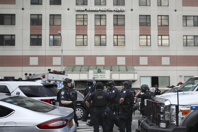 Les enquêteurs tentent de mettre en commun les... (photo Mary Altaffer, AP)