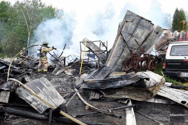 Le bâtiment est une perte totale.... (Photo Le Quotidien, Rocket Lavoie)