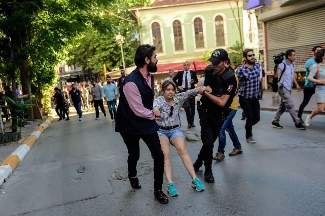 Les critiques estiment que cette répression est une... (Photo AFP)