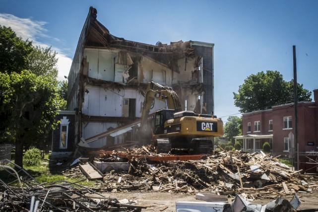 La démolition de certains bâtiments du complexe des... (François Gervais)