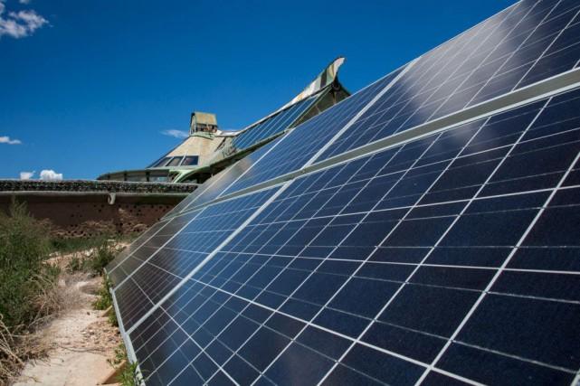 La chute de prix des panneaux solaires et... (Photothèque Le Soleil)