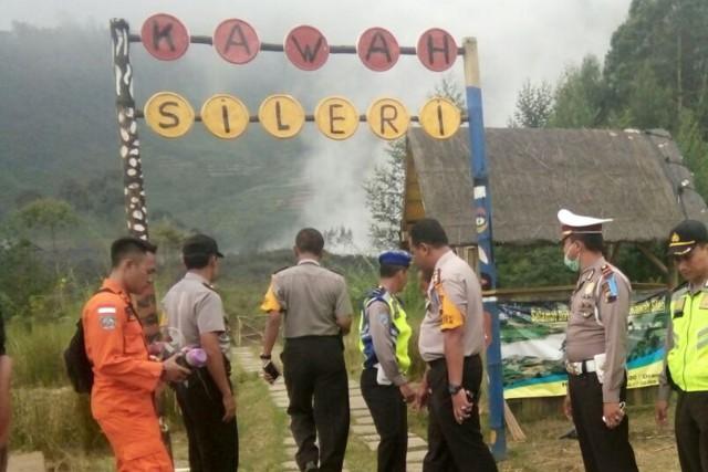 L'hélicoptère s'est écrasé environ trois minutes avant d'arriver... (Photo AP)