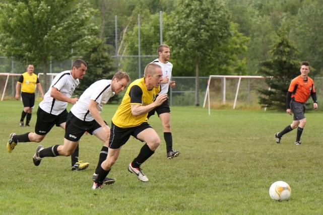 Le 17eTournoi de soccer amical des policiers aura... (Julie Catudal)