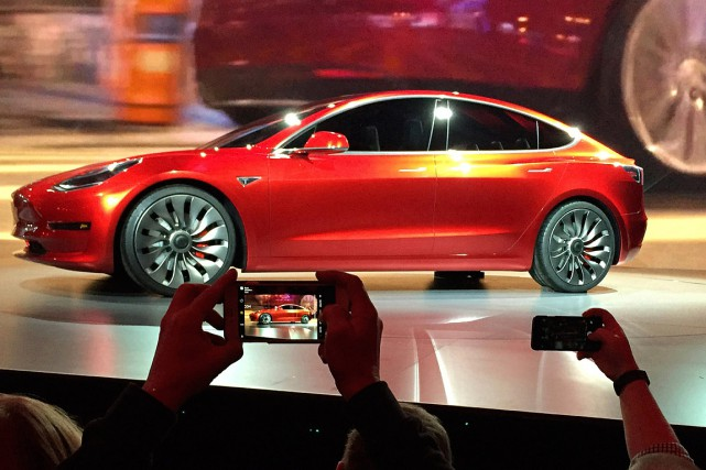Le Model 3, présenté comme une berline de milieu... (PHOTO JUSTIN PRITCHARD, ARCHIVES ASSOCIATED PRESS)