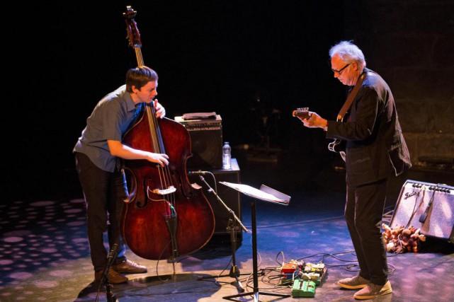Le contrebassiste Thomas Morgan et le guitariste Bill... (Photo Robert Skinner, La Presse)
