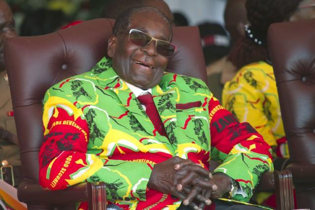 Robert Mugabe dirige le Zimbabwe depuis son indépendance,... (PHOTO AP)