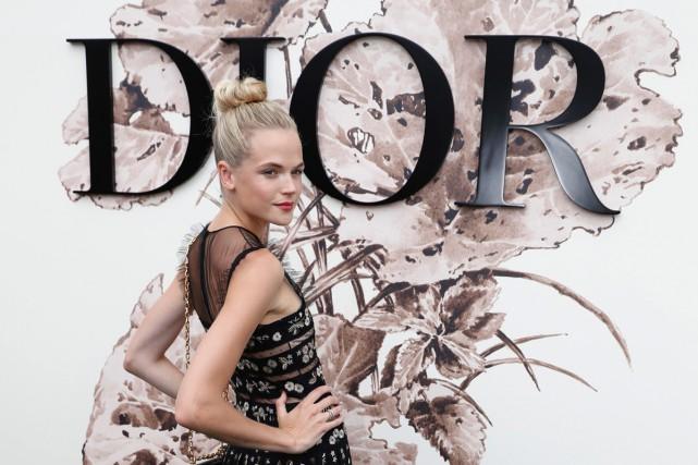 L'actrice Gabriella Wilde au défilé de Christian Dior.... (PHOTO AFP)