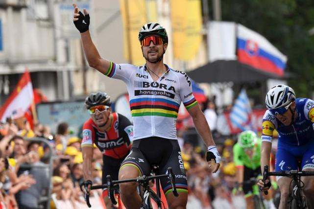 Peter Sagan célèbre après avoirmérité sa huitème victoire... (AFP)