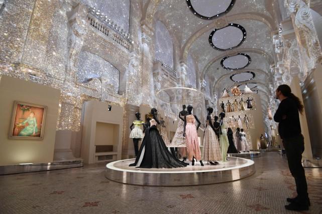 Quelque 300 robes de haute couture, datant de... (PHOTO AFP)