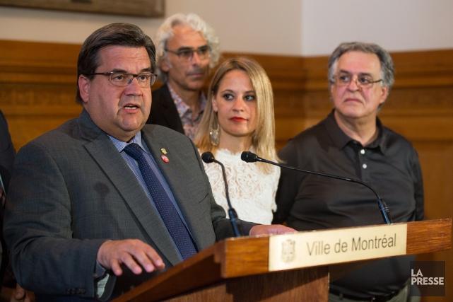 Lors d'un point de presse, le maire de... (Photo Simon Giroux, La Presse)