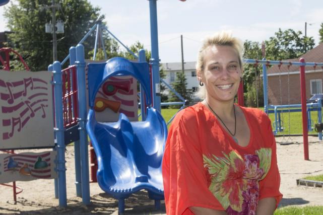 Jennifer Lynn Parent organise des parties de soccer,... (Simon Séguin-Bertrand, Le Droit)