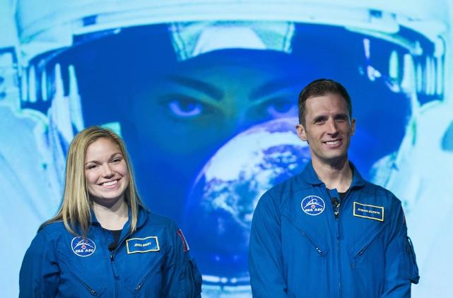 Jennifer Sidey etJoshua Kutryk ontvisité l'Agence spatiale canadienne,... (La Presse canadienne, Graham Hughes)
