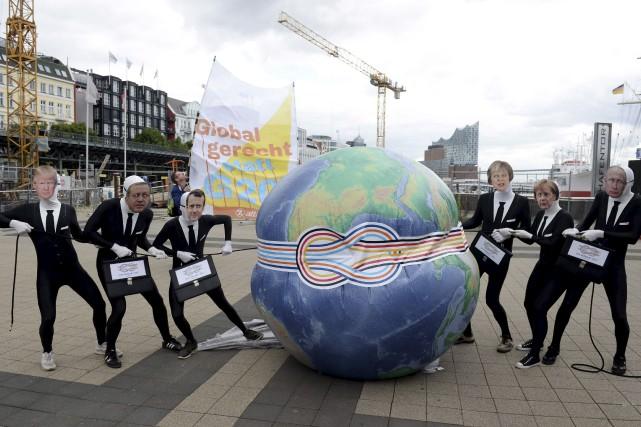 Des activistes se sont moqués, mardi, de certains... (AFP, Daniel Reinhardt)