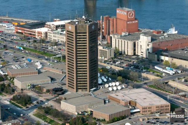 Vue aérienne de la tour et des terrains... (PHOTO MARTIN TREMBLAY, ARCHIVES LA PRESSE)