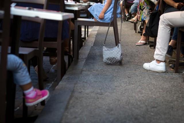 Les voleurs choisissent principalement des établissements où les... (Photo Olivier Jean, La Presse)