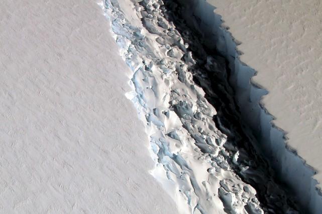 La crevasse qui fissure un énorme pan de... (AFP, Maria-Jose VINAS)