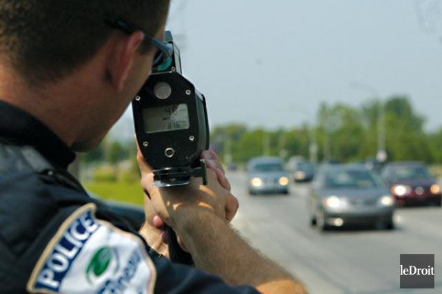 Un policier de Gatineau a arrêté deux automobilistes... (Patrick Woodbury, Archives Le Droit)