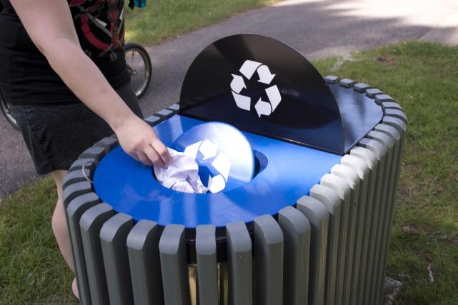 Les poubelles de tri sélectif ont été installées... (Sylvain Mayer)