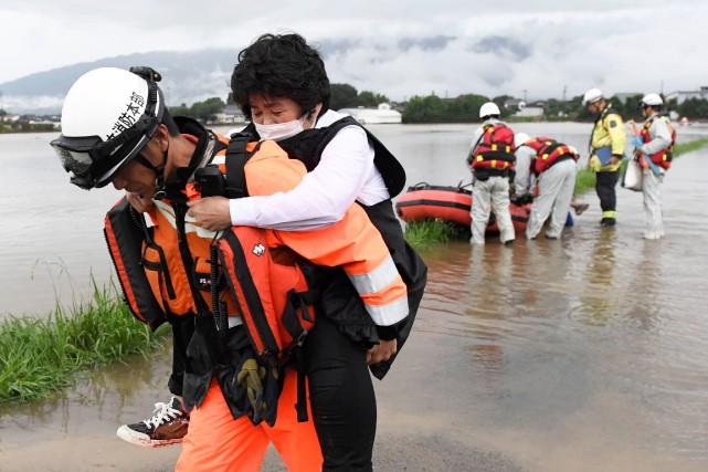 C'est la saison des pluies actuellement au Japon,... (PHOTO REUTERS)