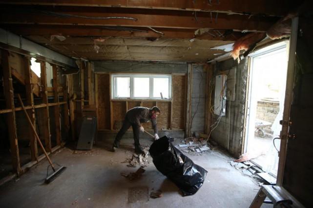 inondations qu bec pied d 39 oeuvre pour d dommager les. Black Bedroom Furniture Sets. Home Design Ideas