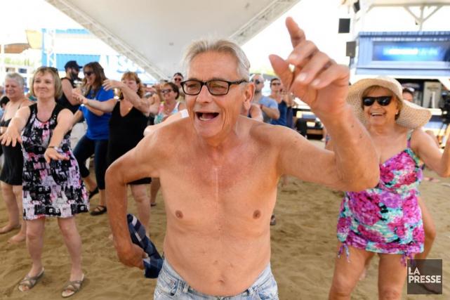 Ça fêtait fort hier midi, au Beachclub de... (Photo Bernard Brault, LA PRESSE)