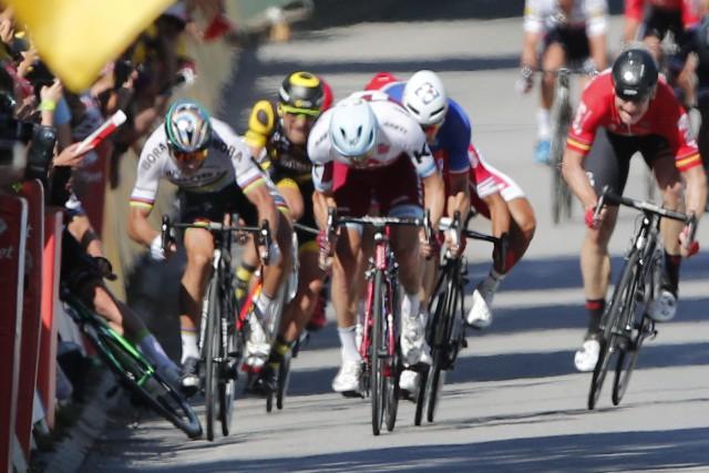 Peter Sagan (à gauche)a été exclu du Tour... (Photo Christophe Ena, AP)