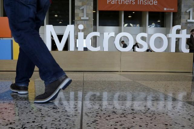 Microsoft a confirmé jeudi qu'il allait supprimer des postes dans le cadre... (PHOTO JEFF CHIU, ARCHIVES ASSOCIATED PRESS)