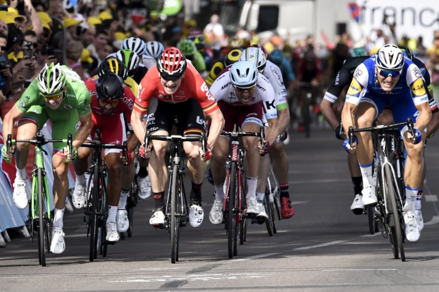 Vendredi, lors de la septième étape, les coureurs... (AFP)