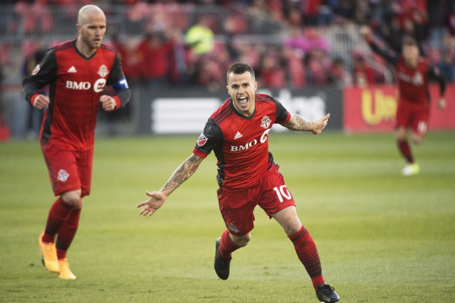 Michael Bradley et Sebastian Giovinco, du Toronto FC,... (Photo Nathan Denette, PC)