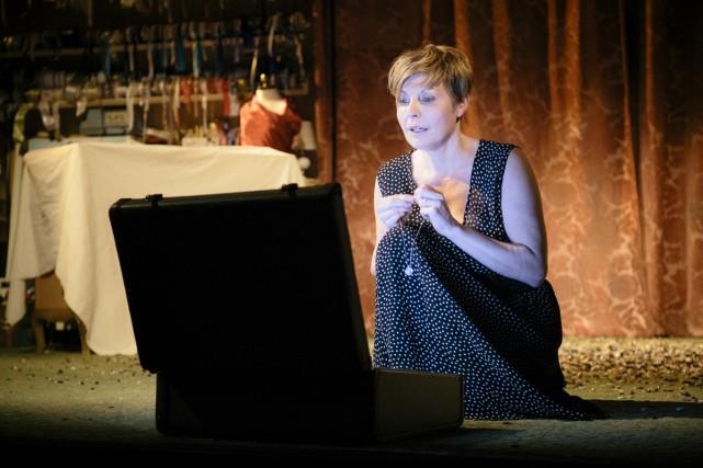 Marie-Chantal Perron incarne Jocelyne dans l'adaptation québécoise de... (courtoisie Théâtre du Rideau Vert)