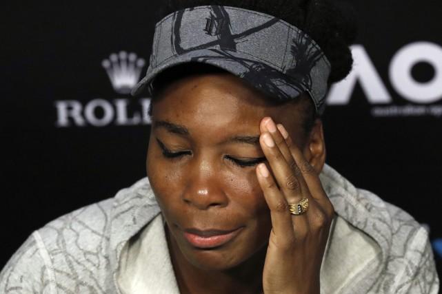 Devant les médias londoniens,Venus Williamsa avoué être «anéantie»... (Photo Kin Cheung, AP)