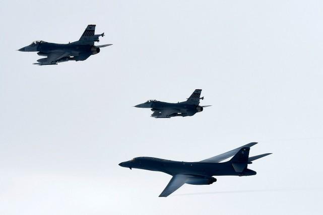 Quatre chasseurs-bombardiers américains et sud-coréens ont participé à... (PHOTO AP/FOURNIE PAR LE MINISTÈRE DE LA DÉFENSE SUD-CORÉEN)