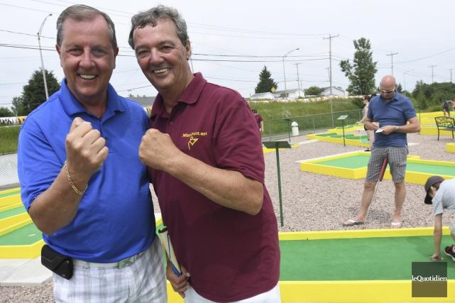 Carl Carmoni (à droite) a participé à l'inauguration... (Photo Le Quotidien, Michel Tremblay)
