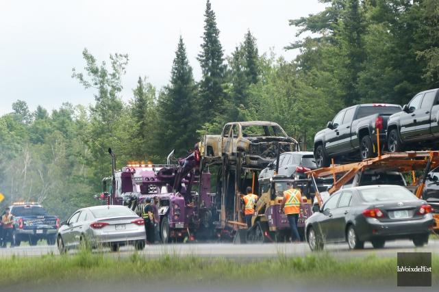 Un camion-remorque a pris feu sur l'autoroute 10... (La Voix de l'Est)