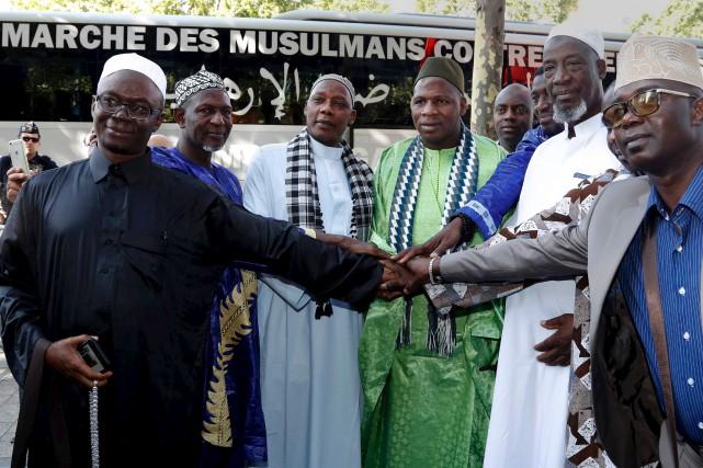 Des imams ont débuté samedi, à Paris, une... (AFP, François Guillot)