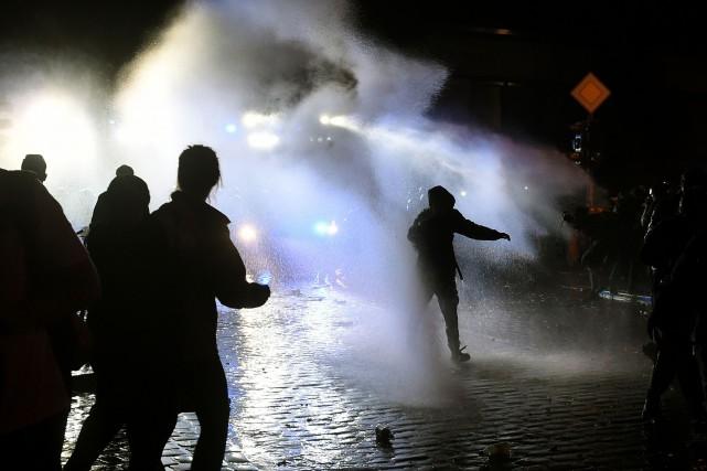 La police annonce de nouveaux blessés dans ses... (Photo AFP)