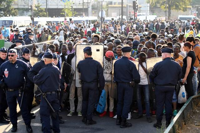 Les policiers français ont évacué vendredi le camp... (Photo Eric FEFERBERG, AFP)