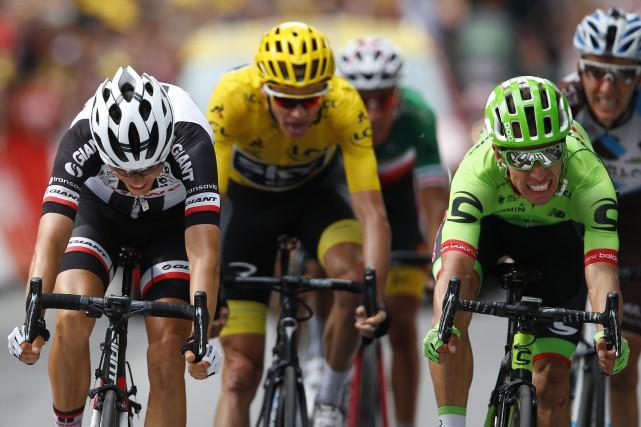 Le Colombien Rigoberto Uran, à droite, a passé... (Photo Peter Dejong, AP)