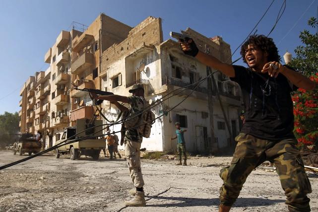 En Libye, des combats opposent toujours les forces... (Photo Abdullah DOMA, AFP)