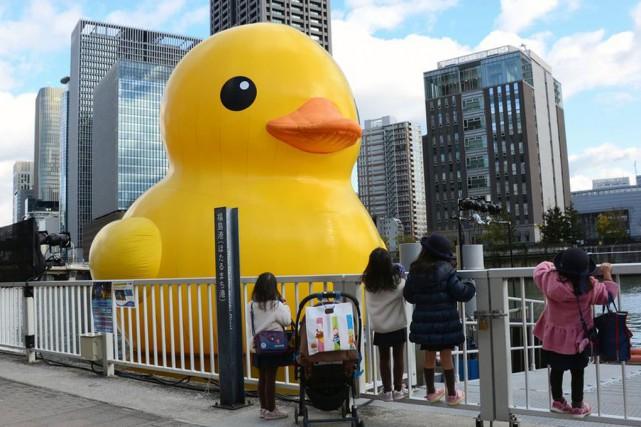 Le fameux canard jaune en plastique était à... (Associated Press)